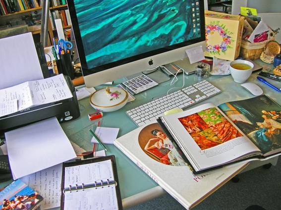 Schreibtisch der Künstlerin Tanja Maria Ernst