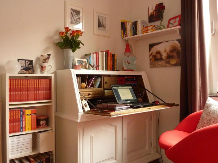 Schreibtisch: Hier liest und schreibt Nina C. Hasse- Steampunk-Autorin