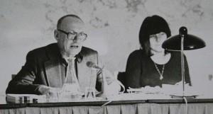 Foto Ernst Jandl und Friederike Mayröcker bei einer Lesung - Konkrete Poesie